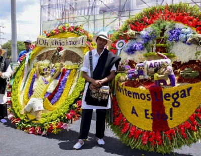 'Silleteros' bear Colombia's flowery heritage on their backs
