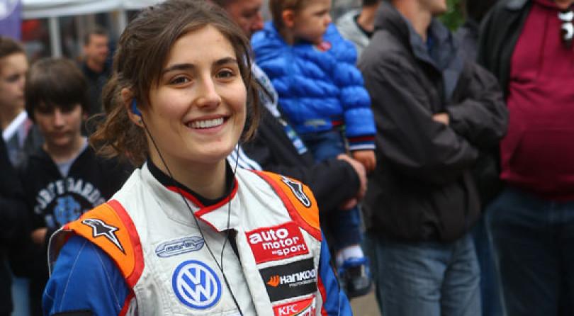 Tatiana Calderón: la primera mujer en alcanzar el podio de la Fórmula 3 Británica