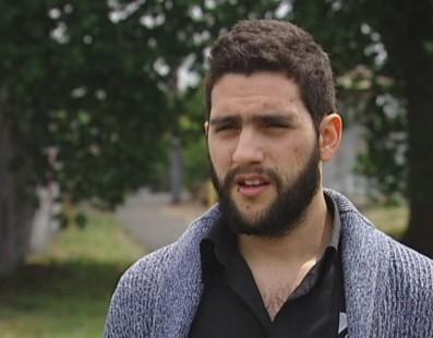 Joven colombiano pierde su trabajo después de denunciar abusos laborales en una empresa de limpieza australiana